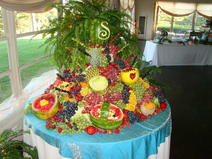 Fruit table at a friend 39 s wedding awesome fruit for Apples decoration