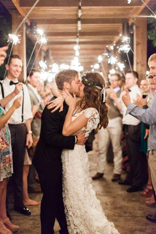 LOVE this perfect send-off!. Thanks for sending us the picture @marls__barkleyy! Photo: Jen Dillender Photography Venue: Pecan Grove Farms