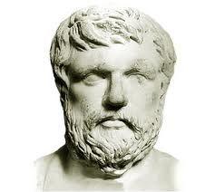 """JENOFONTE. (Atenas, c. 430 - Corinto, c. 355 a.C.) Escritor, filósofo e historiador griego conocido como """"la abeja ática"""", por la dulzura de sus formas, intentó, al igual que Isócrates, orientar con su obra la confusión política e individual que siguió a la derrota de Atenas en la guerra del Peloponeso."""