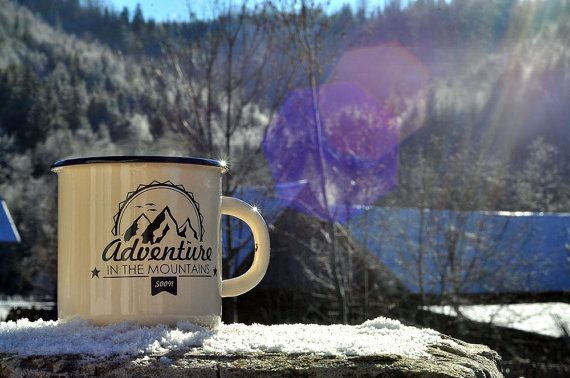 Witte glazuur ontworpen mok mok Design avontuur, Cup afdrukontwerp, Best Camping Cup, Travel Mug, koffiekopje, beste reizen cadeau  ********************************************************************************** U kunt een afdruk op de nieuwe EMAILLE mok of op het leger van de Sovjet-VINTAGE mok bestellen. Als u geïnteresseerd in vintage mok gewoon bent contact met ons op!  KWALITEIT: Wij altijd op zoek naar de beste en de meeste qualitive mokken op de markt van emaille mokken (omdat soms…