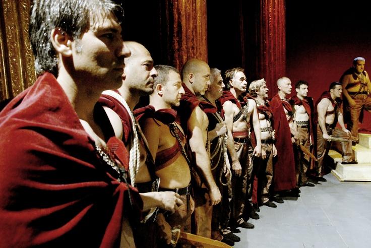 Vinn biljetter till Ceasar måste dö  http://teatermagasinet.se/?p=5813