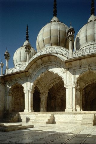Moti-Masjid or the pearl mosque, a three dome mosque in white marble.  Built by the Shahjahan family members.  Agra,  INDIA: Dome Mosque, Amazing India, Beautiful Mosques, Aka Mosques, Era Structures, Delhi India, Churches, Pearl Mosque, Indian Architecture