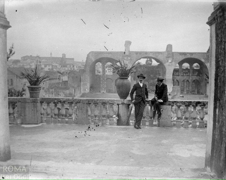 Foro Romano (Baldomer Gil i Roig, 1900/1910) Orti Farnesiani sul Palatino verso la Basilica di Massenzio.