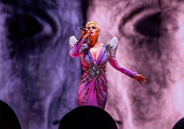 Katy Perry 10 yıl sonra 'I Kissed A Girl' eleştirisi yaparak ne kazandı? (Mayk Şişman)