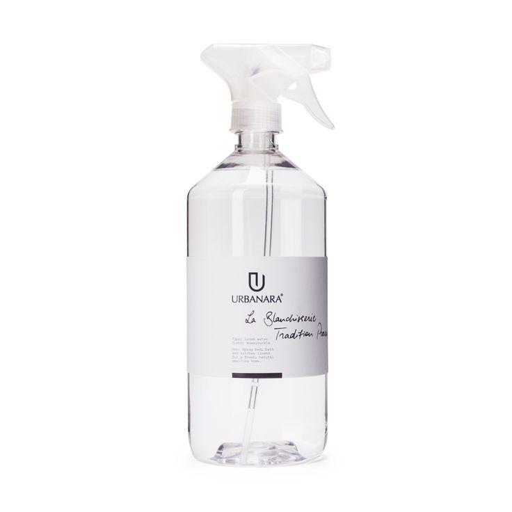 Versprühen Sie den süßen Duft von Heckenkirsche in Ihrem Zuhause mit unserem Wäschespray La Blanchisserie. Gefertigt von unseren erfahrenen Partnern in Frankreich, zaubert Ihnen das Spray einen frischen Duft auf alle Ihre Textilien. So schnell holen Sie sich den Duft von zartem Jasmin und einer Note süßen Honigs nach Hause.