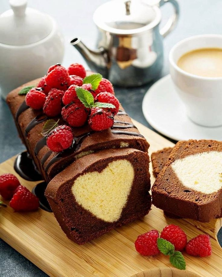 Кофе и пироженое картинка