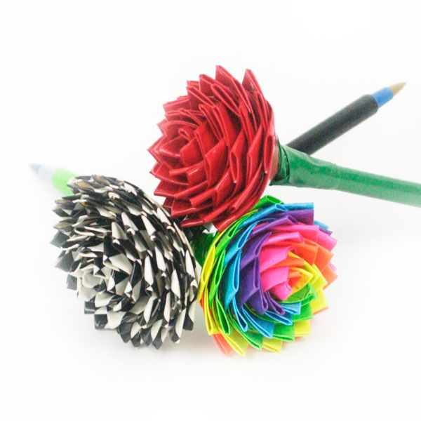 Duct Tape Roses make cute pen toppers, and can be crafted from duct tape of any color or pattern from romantic red to the black-and-white checkered look. Among duct tape crafts, these roses are suitable for beginners. The origami-like folding is simpler than it looks. This tutorial is at https://www.craftfoxes.com/how_tos/duct-tape-roses: Tape Flowers, Ducttape, Tape Crafts, Duck Tape, Duct Tape Flower, Rose Pen