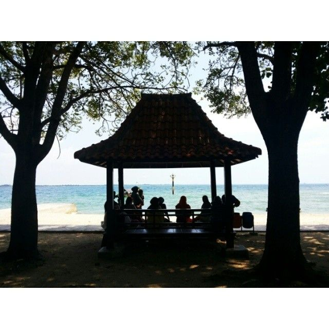 #trip #travel #beach #island #kelor #traveler #traveling #like4like #follow #follow4follow #followforfollow #likeforlike #nature #indonesia #visitindonesia #cipir #khayangan family #relax #gytaregi #tree #backlight #silhouette