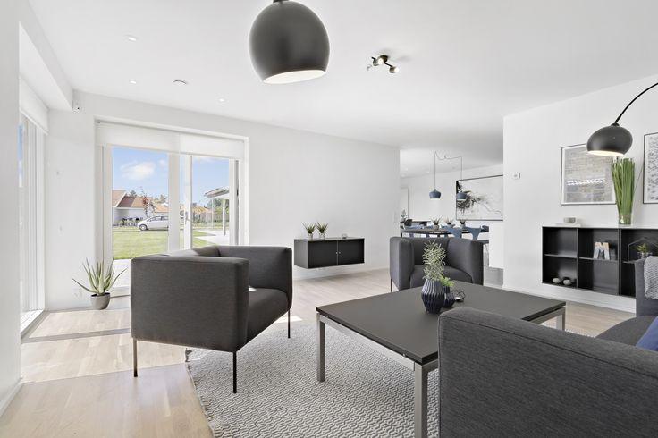 Dejlig lys stue i eurodan-huset. / Viby Sjælland