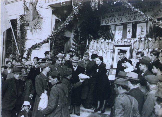Largo Villetta (affaccio del Cannone). Tropea 6 gennaio 1942. L'evento di turno questa volta si svolge in pieno periodo bellico: la Befana del Soldato, ...