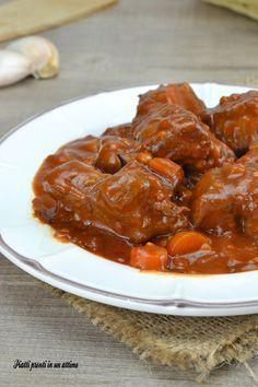 Lo SPEZZATINO DI MANZO AL VINO ROSSO è davvero perfetto per un pasto super gustoso!!!
