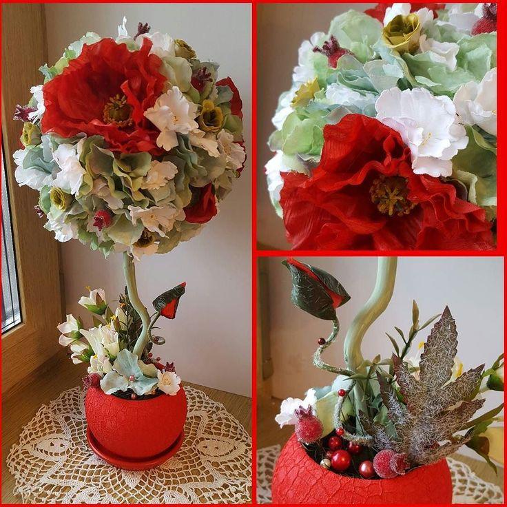 """Маковое! """"дерево счастья""""сделано на заказ  из маков белых фиалок роз и зеленой гортензии а в горшочке выросли белые колокольчики) Высотой около 45 смРучная работа горшочек керамическийСчастье в доме #handmadebyeva__ #топиарийназаказ #топиарий #цветочныйтопиарий #деревосчастья #деревосчастьямосква #возьмитесчастьевдом #роза #гортензия #винтаж #маки #маленькоедеревце #ручнаяработа #счастье #нежность #деревцевподарок #кружево #красотаневероятная #handmade #happy #подарок #лучшийподарок…"""