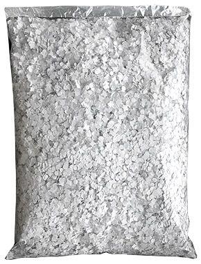 Confettis blancs sac de 1kg - A distribuer à vos invités ou pour décorer vos tables en leur donnant un air de fête, les confettis sont toujours une bonne idée ! http://www.mariage.fr/sachet-de-confettis-multicolor-100g-pas-cher.html