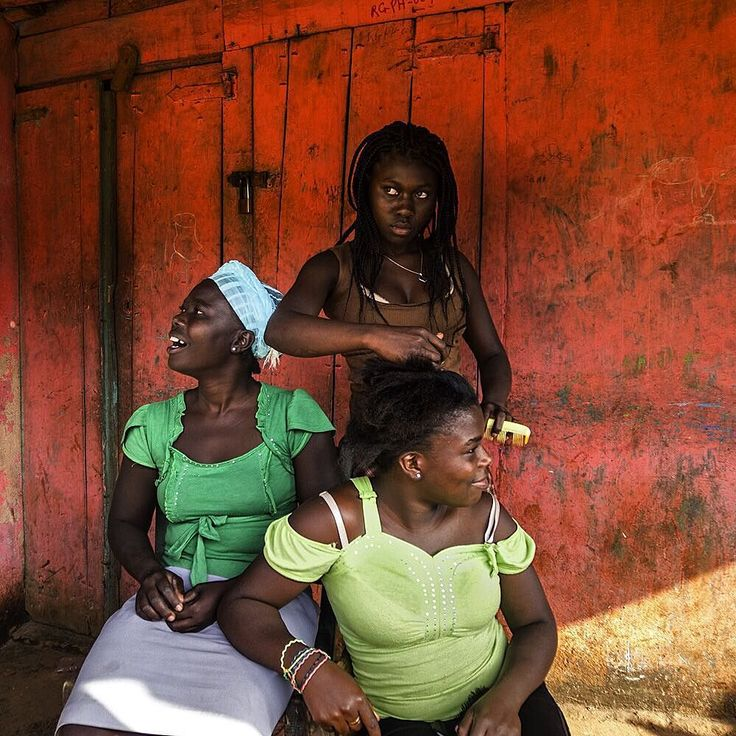 Three sisters groom their hair on their front porch in the one-road town of Cap Rouge Haiti in the southern mountains overlooking the coastal town of Jacmel. The photo by @fotokonbit student Odaline Sarah Vincent 15 is an outtake shot for the story on Haiti entitled Haiti On Its Own Terms published in the December 2015 issue of National Geographic Magazine. 55% of Haiti's population is under the age of 25. Since the 2010 earthquake young Haitians have been more widely exposed to the Internet…