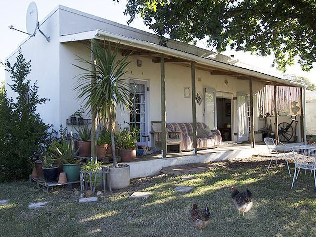 Oak Tree Cottage - Situated in the historical farming town of Riebeek Kasteel, Oak Tree Cottage offers a tranquil and relaxing stay to couples visiting this scenic part of the Western Cape.  It is a great choice for a quiet ... #weekendgetaways #riebeekkasteel #southafrica