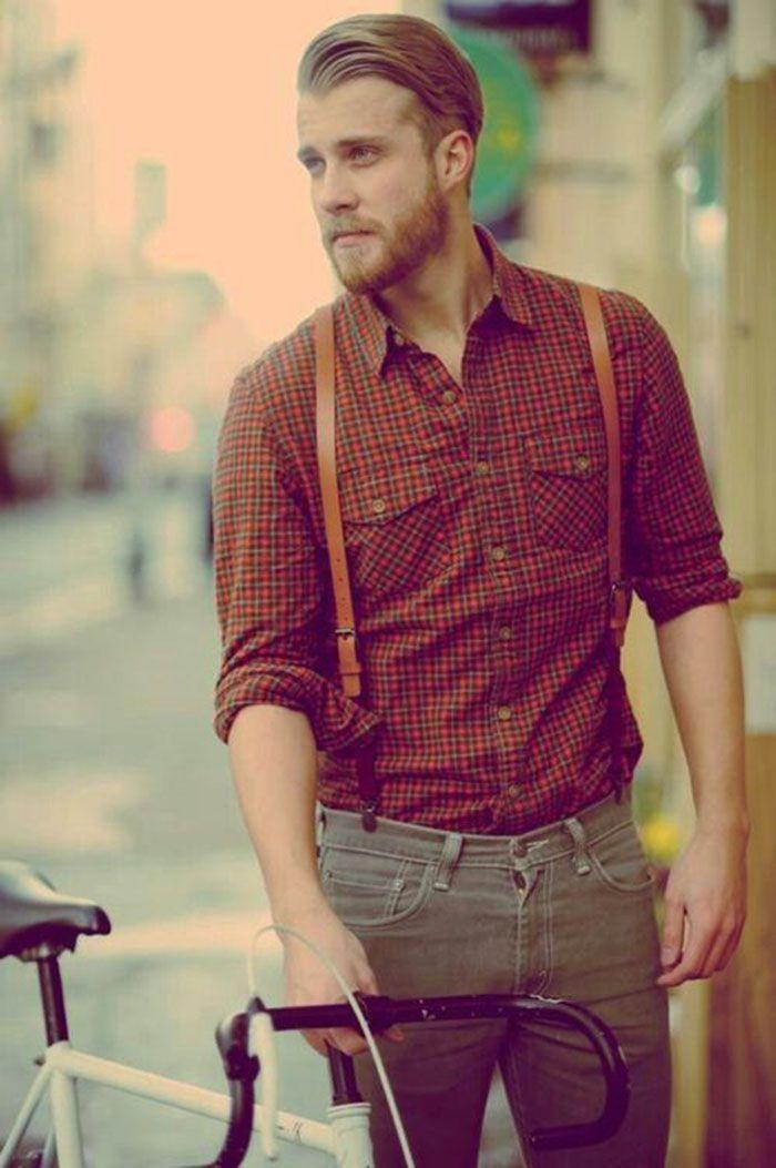 As camisas xadrez, mesmo que não seja de flanela, são características interessantes misturadas com suspensórios.