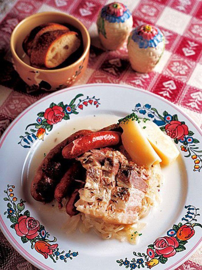 キャベツの塩漬けに肉の旨みがしみ込んで、たまらない美味しさ。|『ELLE a table』はおしゃれで簡単なレシピが満載!