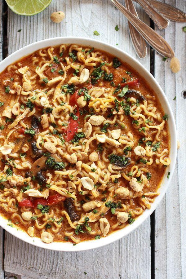 Sopa de fideos ramen y pollo con maní tailandés   29 sopas tan buenas que harán que te quieras quedar en casa y cocinar