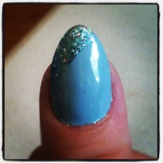 Idk how I feel about the whole stiletto/ unicorn/ pointed nail thing. Trying to be open minded. Guess I'm getting old :(