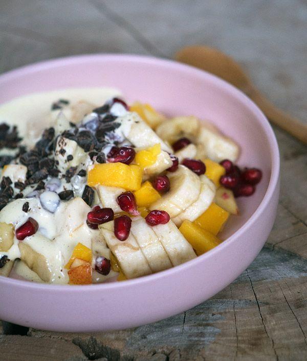 Råcreme til frugtsalat er og bliver et eviggodt hit og smager virkelig helt forrygende - abemad kaldes retten også - få opskriften her