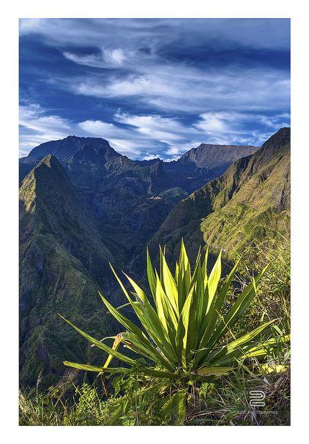 Cirque de Mafate - l'Île de la Réunion | On a les plages, les plaines et les montagnes | L'eau la terre et le ciel à porter de main  Mon île