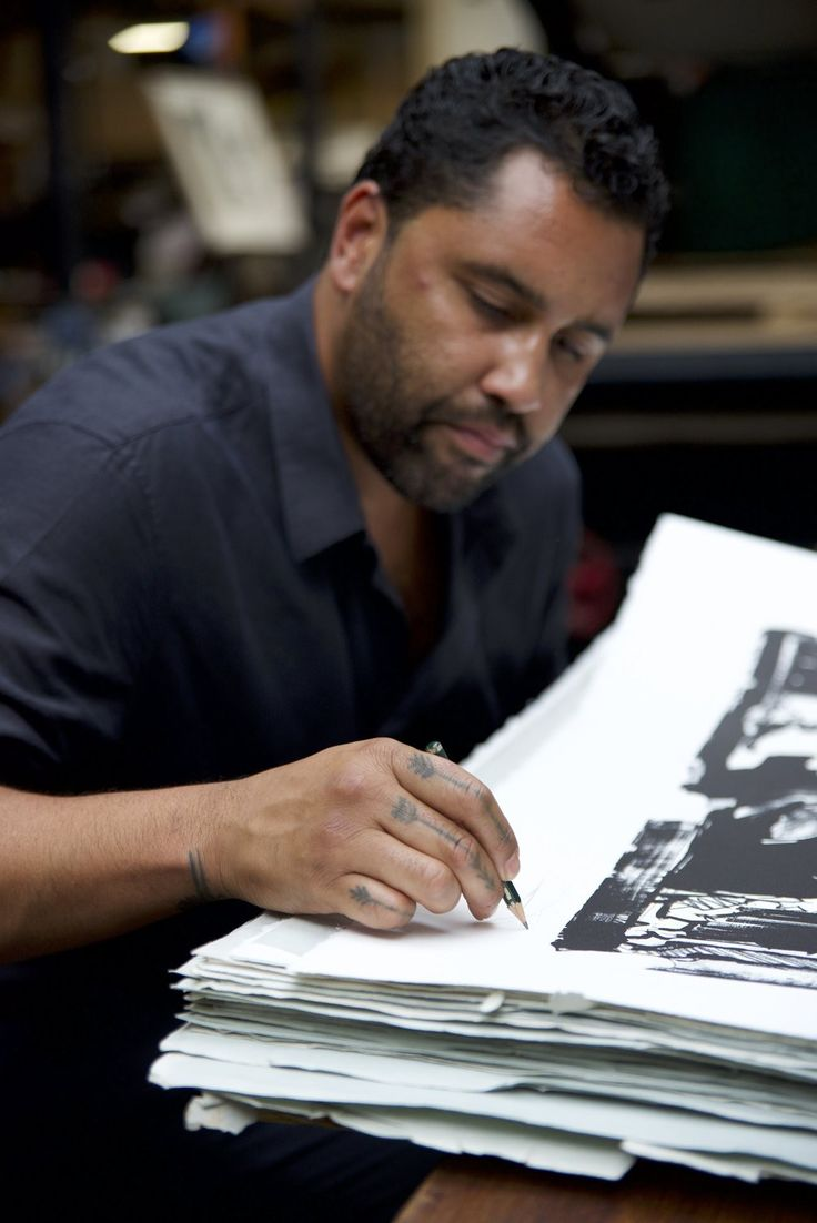 Retna signing his lithograph Blackstone & Bluestone, two special edition of his Brimstone character! Find out more here! #printthemall #blackstone #bluestone #brimstone #retna #lithograph #artwork