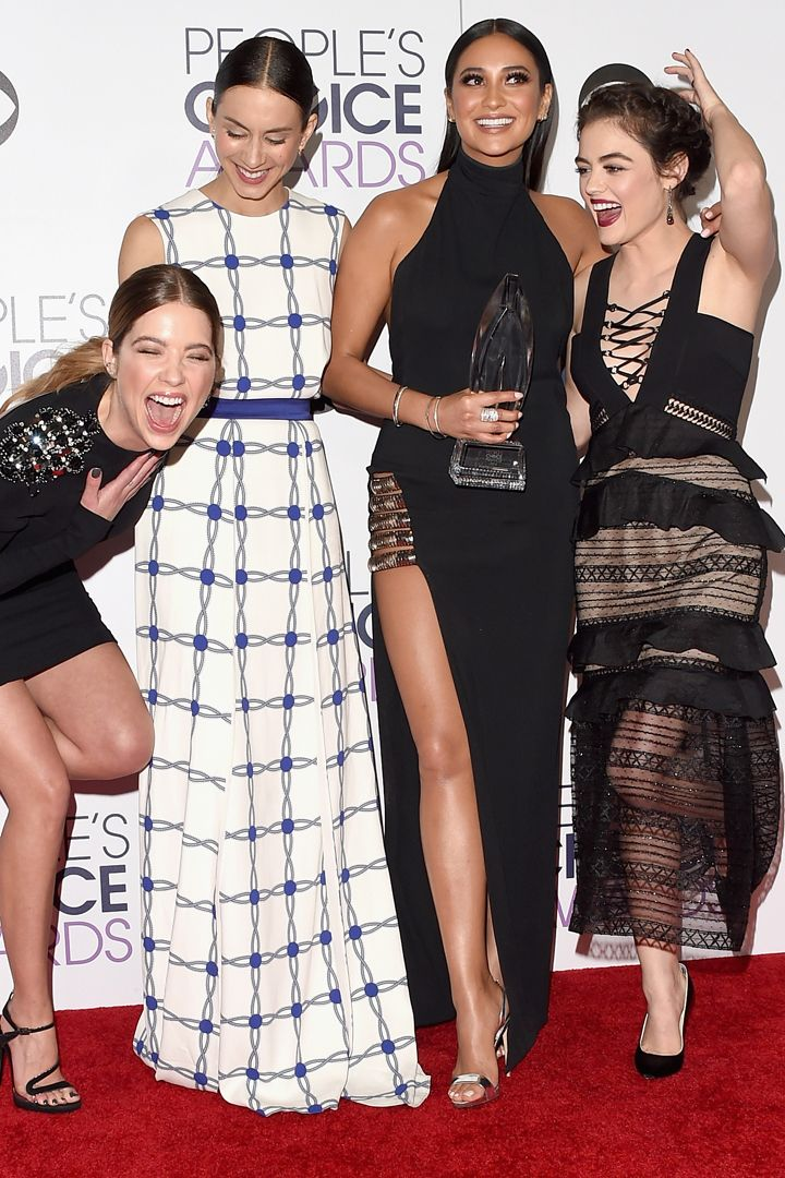35 Photos of the Pretty Little Liars Girls That Will Give You Serious Squad Envy