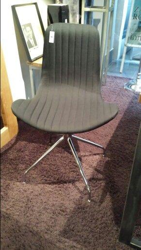 Czy taki fotel będzie pasował do  biura?