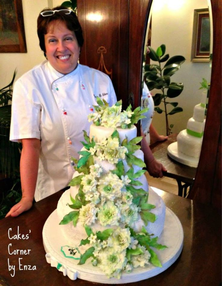 Wedding cake: peonies and laces