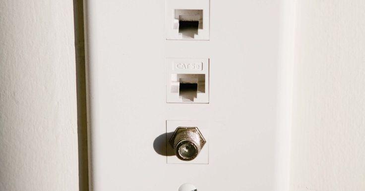Cómo limpiar contactos eléctricos. La limpieza de los contactos de la parte eléctrica de los aparatos y baterías debe ser una parte de tu mantenimiento regular. Si lo haces, aumentarás la vida útil de tus baterías y aparatos eléctricos. Estos son los pasos para limpiar los contactos.