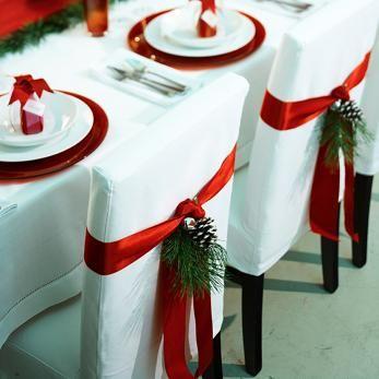 #matildetiramisu #concorso  Gli ospiti rimarranno impressionati da come li accoglierete a tavola, guardate come sono belle le sedute addobbate con pigne e nastri rossi elementi tipici del Natale!!!