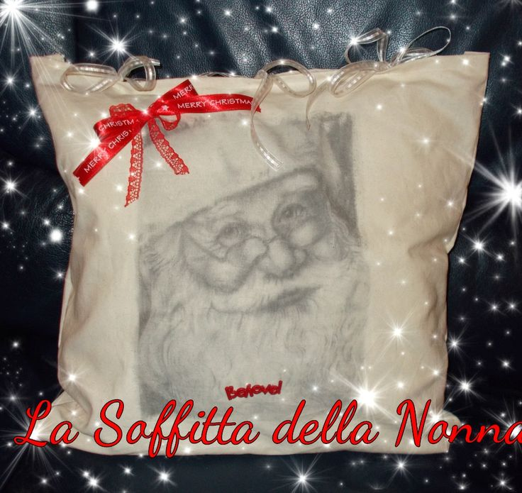 Cuscino natalizio fatto a mano con trasferimento d'immagine nastri a tema e la scritta Believe.  Handmade Christmas pillow with image transfer some Christmas ribbon and the Believe phrase