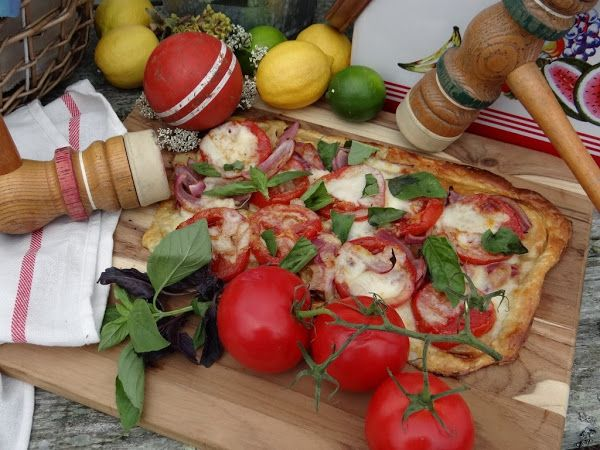 ...a quiet life...: a perfect day for a picnic~ Mozzarella, Tomato & Basil Puff Pastry Tart!