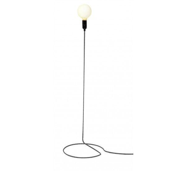 Cord lamp è una lampada semplice e moderna, formata solo da una lampadina, un cavo d'acciaio rivestito in tessuto a righe nere e bianche e tubolare in acciaio. L'originalità di questa lampada è che il cavo elettrico, di solito tenuto nascosto, è trasformato in modo giocoso nella struttura stessa della lampada a stelo. Lampadina 1 x 60 W E27 (inclusa).