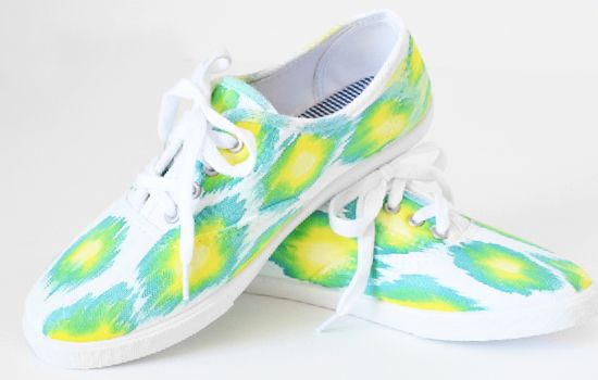 Make a pair of ikat sneakers with t his tutorial. You can use leftover tie dye for a cheap sneaker makeover! So easy and so on trend!