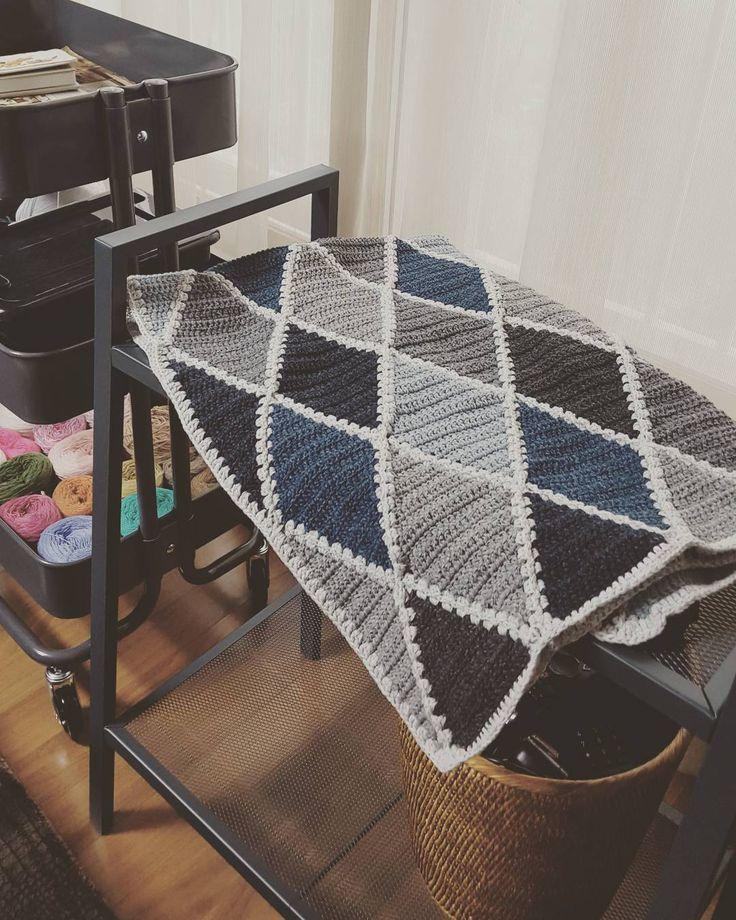 청청하네 ㅋ #털실나라 #데님청매니아 #다이아몬드블랭킷 #램스울 #crochetblanket #crochet #handmade  #코바늘블랭킷 by obonggirl