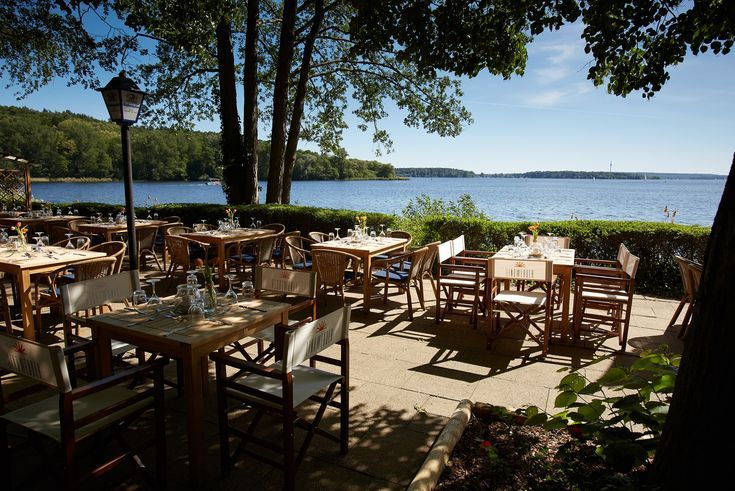 TOO SMALL  Insel Lindwerder: Do you want a holiday feeling for your event, an incomparable setting that will take you and your guests to a different world for a few hours? Then you are just right on the Insel Lindwerder! On the east bank of the Havel in the Grunewald in Berlin, you...
