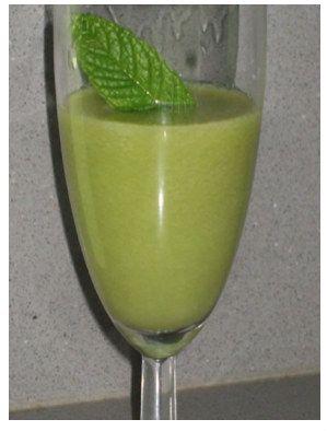 batido-verde-Pera-pepino-menta-jugo de limon