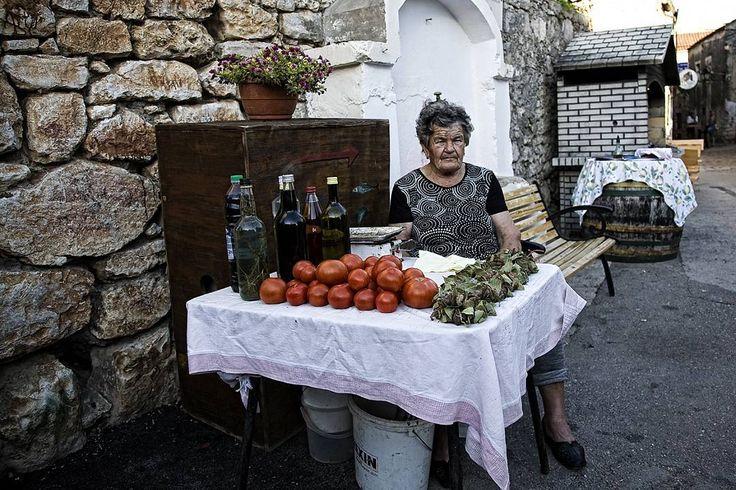 Tomatos  #igerscroatia #igershrvatska #croatia #hrvatska #pakostane #tomatos #rakija #ig_europe #ig_shotz #vscocam #vscoeurope #vsco #instadaily #photooftheday #instagramers #instagood #street #streetphotography #canon #fotografiauliczna #ulica #chorwacja