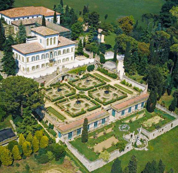 Un luogo magico, dove perdersi tra giardini meravigliosi e giochi d'acqua diabolici. Villa Caprile. #pesaro