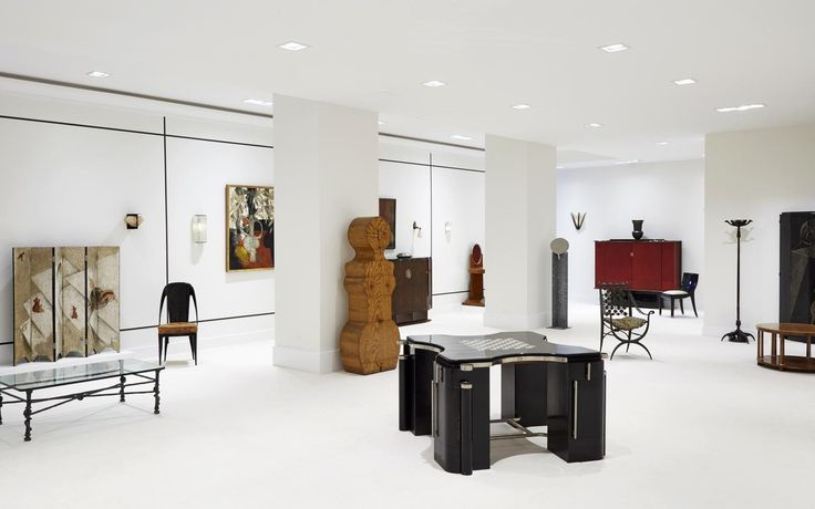 DeLorenzo Gallery has an international reputation in the field of 20th Century Decorative Arts and has been a dominant and determining force as the market has matured and come into favor.