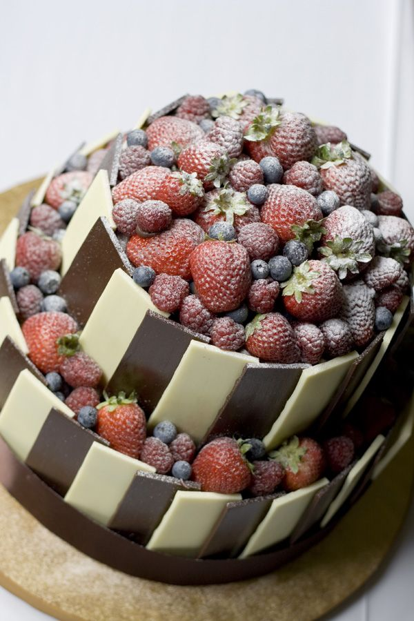 Wedding cake by Tessa Burrows photography