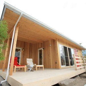 身の丈の平屋住宅「COVACO」の紹介ページです。震災復興の為に生まれた平屋住宅を、一般向けに規格住宅化しました。ログハウスや別荘の様なお洒落なデザインと、山小屋の様な高級で重厚なデザインが特徴です。シニアから若者まで、今流行の平屋です。