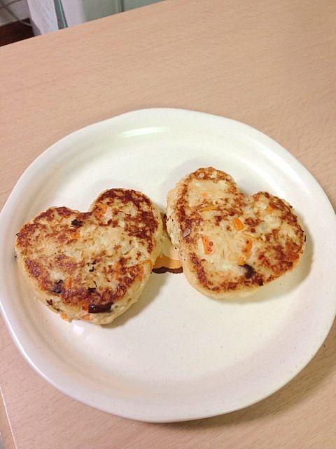 http://cookpad.com/recipe/1398055 何度か作ってますが、美味しいしヘルシーだし、で飽きません^ ^ - 13件のもぐもぐ - お肉なし ヘルシー豆腐ハンバーグ by うめこ