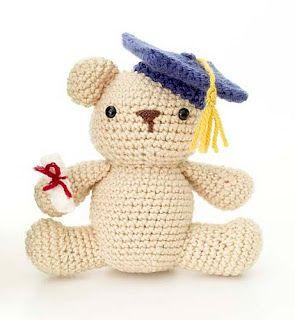 2000 Free Amigurumi Patterns: Graduation Bear