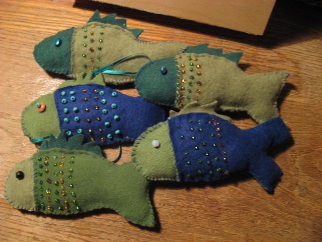 christmass tree decoration - fishes from felt with beads