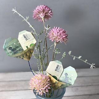 """Eine gute Freundin feiert heute ihren Geburtstag und wünscht sich Geld für neues Geschirr... da ich nicht einfach nur nen Geldschein in eine Karte packen möchte habe ich ihr ein Tablet fertig gemacht und darin das Geld """"versteckt""""  #Geburtstag #geburtstagsgeschenk #present #geldgeschenk #geldgeschenkeoriginellverpackt #money #diy #kreativ #kreativesallerlei"""
