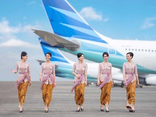 Pesona Pramugari Garuda Kenakan Kebaya Melayani Di Udara Pramugari Kebaya Celana Wanita