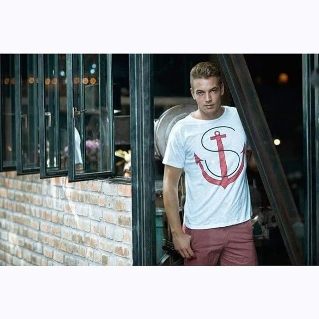 MUST HAVE - ANCHOR SIGNATURE TEE Set sail for a summer with our anchor signature tee. Made from pure cotton, printed with Red signature anchor.  Must Have items for Summer. F Shop online : http://bit.ly/1EOWGJQ  #franksland #Bali #balishopping #balibrand #trunks #baliretail #balifashion #seminyak #australia #mensfashion #menswear #menstyle #aussiebum #beachwear #highfashion #fashionstreet #fashionblogger #trunks #malemodel #speedos #singapore #wholesaleclothing #lookoftheday…