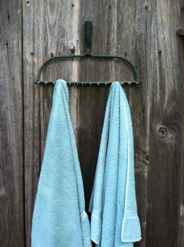 Vintage rusty rake head • steel rake • jewelry hanger • wine glass holder •…